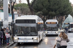 Transport strike in Rome - Off duty buses are seen at Termini train station during the transport strike in Rome, 12 January 2018. ANSA/CLAUDIO PERI (ANSA)