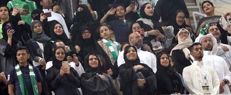 Female fans attend a Saudi soccer match for the first time in historz © EPA