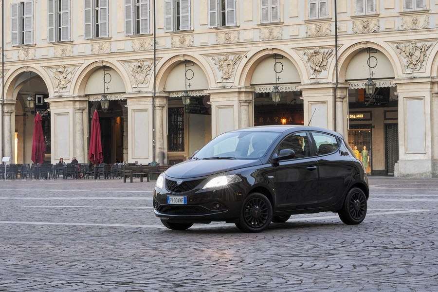 Lancia Ypsilon Black and Noir, la perfetta fashion city car © ANSA