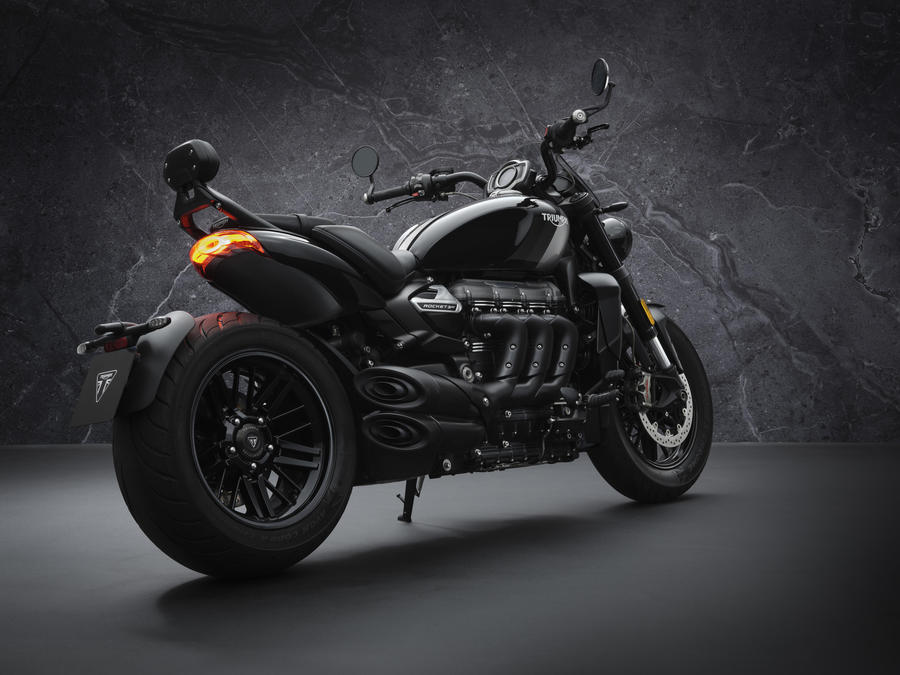 Triumph Rocket, stile dark con 3R Black e 3GT Triple Black © Ansa